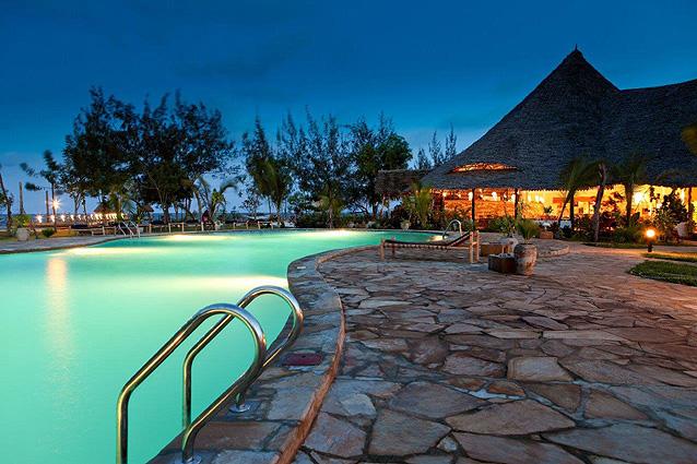Sansibar, Spice Island, Pool mit Restaurant